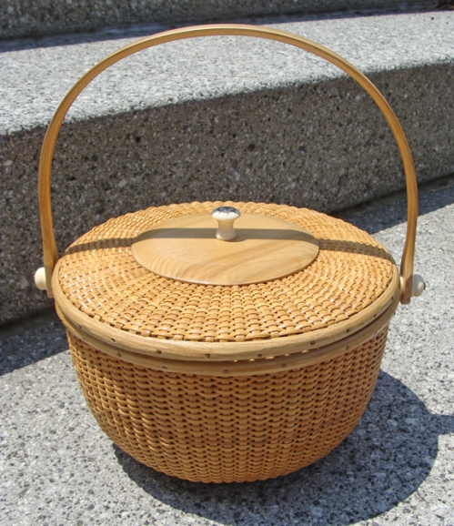 Nantucket Style Round Lidded Basket With Bone Scrimshaw (new)